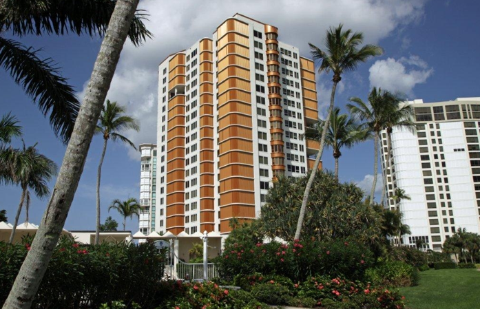 Outside of Miami, Perma-Liner™ Certified Installer, Blueworks came to the rescue for a minor emergency for Park Shore Tower residents in Naples. This 20 story, 75-unit condominium was built in the early 1980's and just